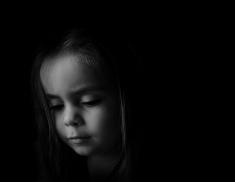 stock-photo-54545910-niski-klucz-portret-młodego-dziecka